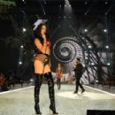 Adriana Lima- 2016 Victoria's Secret Fashion Show in Paris - Show - 454 x 303