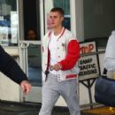 Justin Bieber spotted at a medical building  in Beverly Hills, California on January 23, 2017 - 426 x 600