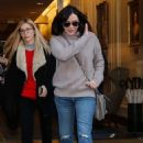 Shannen Doherty – Leaving her hotel in Paris - 454 x 681