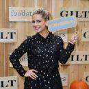 Sarah Michelle Gellar – Gilt & Foodstirs Celebrate Exclusive Cupcake Kit in Los Angeles - 454 x 596