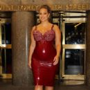 Ashley Graham – showing her baby bump in New York - 454 x 681