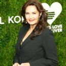 Lynda Carter – 12th Annual God's Love We Deliver 'Golden Heart Awards' in NY - 454 x 693