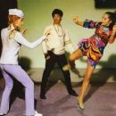 Bruce Lee supervises Sharon Tate and Nancy Kwan - 444 x 417