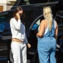 Emily Ratajkowski – Out with friends for a grocery shopping in Los Angeles