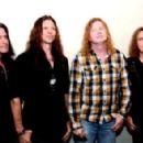Dave Mustaine, Shawn Drover, Chris Broderick & Dave Ellefson - 454 x 293