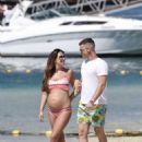 Danielle Lloyd and Michael O' Neil on the beach in Dubai - 454 x 629
