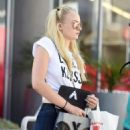 Sophie Turner Out Shopping in Los Angeles 08/23/2016 - 454 x 602
