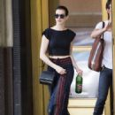 Anne Hathaway Strolling In Brooklyn