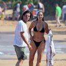 Elizabeth Berkley and Greg Lauren in Hawaii - 422 x 594