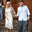Christina Aguilera - Candids At Magnolia On Sunset In Hollywood 2007-09-28
