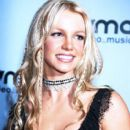 Britney Spears arrives The 2000 MTV Video Music Awards