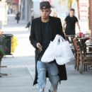 Evan Ross stops to pick up some lunch to go in Sherman Oaks, California on December 19, 2014 - 451 x 594