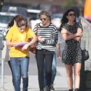 Robin Wright – Walk with her friends in West Hollywood - 454 x 593