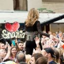 Shania Twain – Performs on NBC Today Show Summer Concert Series in NY - 454 x 385