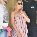 Kylie Minogue met fans at the door of her hotel in in Sao Paulo - 454 x 681
