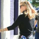Reese Witherspoon is seen out in Los Angeles, California  (Jan. 10, 2018) - 400 x 600