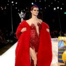 Isabeli Fontana – Moschino Runway Show SS 2019 Menswear and Women's Resort Collection in LA - 454 x 681