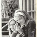 Jamie Lee Curtis and Kim Cattrall flipping the bird on the set of The Heidi Chronicles
