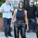 Kim Kardashian – Grabbing breakfast in Calabasas