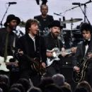 Gary Clark Jr, Sir Paul McCartney, Zac Brown and Billie Joe Armstrong perform onstage with inductee Ringo Starr during the 30th Annual Rock And Roll Hall Of Fame Induction Ceremony at Public Hall on April 18, 2015 in Cleveland, Ohio. - 454 x 321