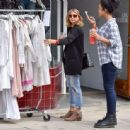 Sarah Hyland is seen out shopping on October 16, 2016 - 454 x 443