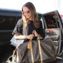 Alicia Vikander and Michael Fassbender – Catch a Flight Out of LAX 07/25/2017 - 454 x 581