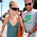Kate Hudson Introduces Lance Artmstrong To Her Mother At The Ivy 2008-07-01