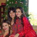 Victoria Justice and Madison Reed – Christmas 2018 – Social Media Pics - 454 x 302