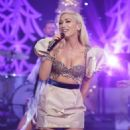Gwen Stefani at The Talk Show in Los Angeles - 454 x 681