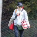 Elizabeth Banks at her son's game in LA - 454 x 681