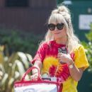 Lily Allen – Arriving back in London