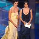 Penelope Cruz and Salma Hayek - The 77th Annual Academy Awards (2005) - 399 x 612