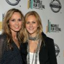 Chely Wright and Lauren Blitzer - 454 x 302