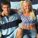 Geri Halliwell and Robbie Williams - 454 x 681