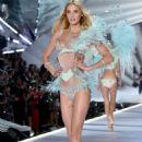 Megan Williams – 2018 Victoria's Secret Fashion Show Runway in NY - 454 x 682