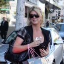 Rachel Hunter - Shopping At Lisa Kline In Beverly Hills 2008-01-17