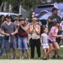 Elsa Pataky, Chris Hemsworth and Matt Damon at a local park in Byron Bay - 454 x 356