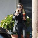 Amanda Bynes – Leaving Starbucks in Los Angeles - 454 x 636