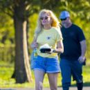 Kirsten Dunst – Filming 'On Becoming a God in Central Florida' in New Orleans