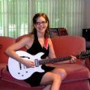 Lisa Loeb - 454 x 372