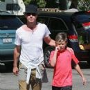 Gavin Rossdale takes his son Kingston to his soccer game in Sherman Oaks, California on April 12, 2015 - 454 x 558