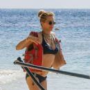 Tea Leoni in Bikini on holiday in Barbados - 454 x 592