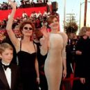 Susan Sarandon and Geena Davis At The 70th Annual Academy Awards (1998) - Arrivals - 454 x 682