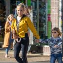 Elsa Pataky: shopping trip in Byron Bay