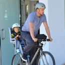 Josh Duhamel is spotted enjoying a bicycle ride with his growing son Axl on January 8, 2016 in Brentwood - 454 x 569