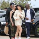 Kylie Jenner – Heads to lunch in Malibu - 454 x 527
