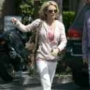 Kelly Carlson - Leaving The Beverly Glen Deli In Los Angeles - March 29 2009