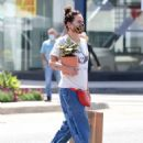 Lena Headey – Shopping for plants in Venice Beach