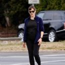 Jennifer Garner – Seen while out for a morning walk in Brentwood