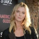 Betty Gilpin – 'American Gods' Premiere in Los Angeles - 454 x 519